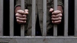 Mujer en La Romana denuncia ex pareja continua amenazándola desde la cárcel
