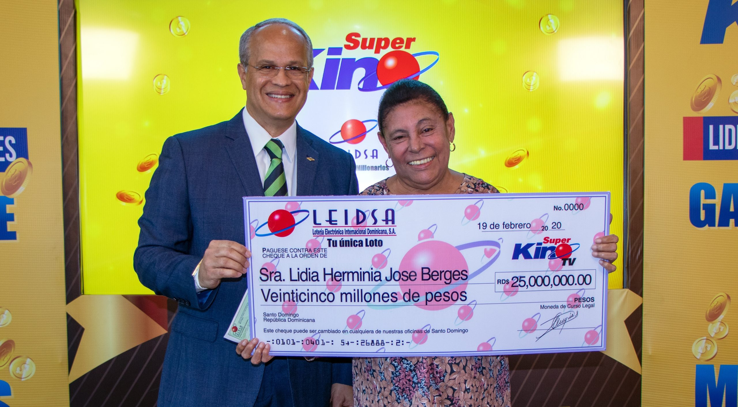 Leidsa Entrega Rd 25 Millones A Ganadora Del Super Kino Tv
