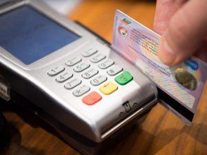 Tres bancos dominicanos donarán a la Cruz Roja el 3 % de las compras con tarjeta