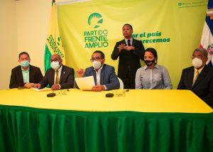 Frente Amplio plantea que paguen más impuestos quienes más ganan