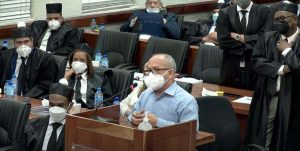 """Exministro Freddy Hidalgo quiere que le quiten arresto domiciliario para """"atender a sus más de 300 pacientes"""""""
