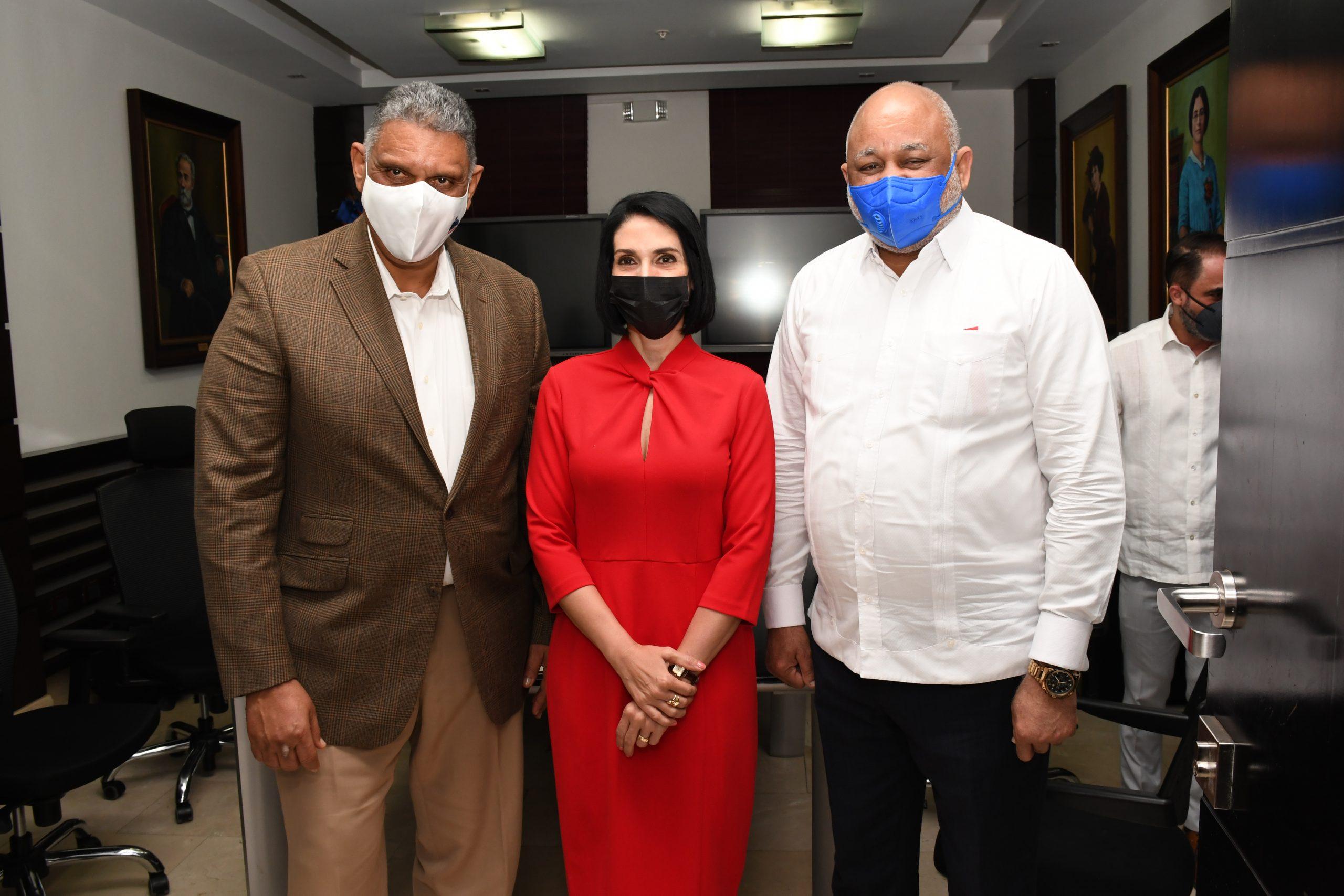 Ministro de Interior y Policía y el Ministro de Educación al junto de la primera dama
