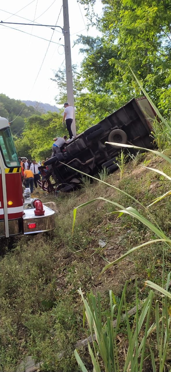 Así quedó el vehículo en el que se transportaban los venezolanos.