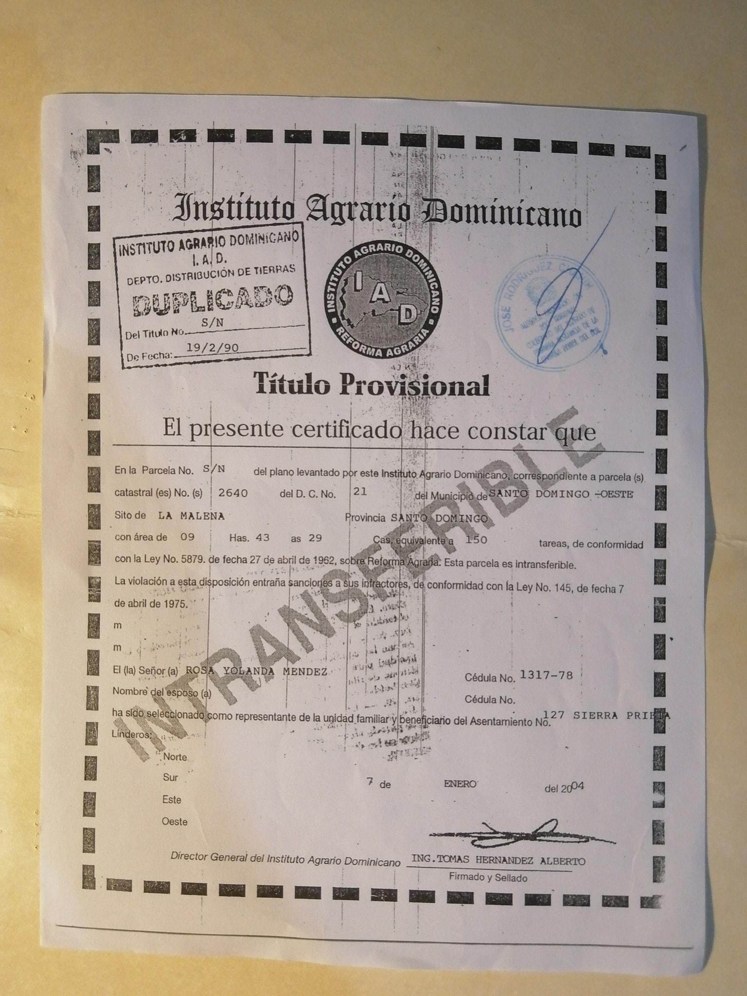 Imágenes sobre los documentos de propiedad mostrados por Beltré