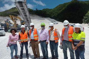Ministro de Energía y Minas supervisa en Barahona trabajos desarrolla empresa minera