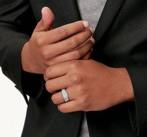 Así serán los anillos de compromiso para hombres creados por Tiffany