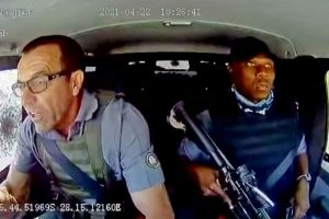 (VIDEO) Leo Prinsloo, el ex policía que maniobró un camión blindado para evitar un robo