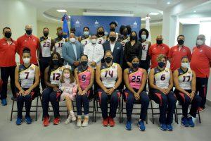 Ministro de Deportes entrega boletos y seguro médico a las Reinas del Caribe para Liga de Naciones