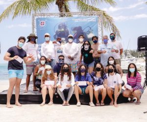 Náutico de Santo Domingo realiza jornada de limpieza del suelo marino
