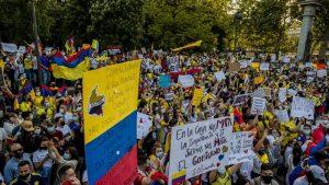 Miles de colombianos marchan en Madrid en contra del gobierno de su país