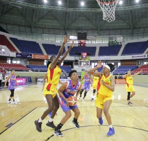 Vargas decide para San Carlos en el baloncesto femenino del DN