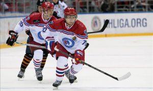 Putin se pone los patines y marca nueve tantos en partido de hockey hielo