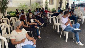 (VIDEO) Destacan la presencia de jóvenes en primer día vacunación a mayores de 18 años en la UASD
