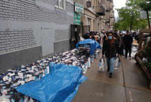 Cientos de dominicanos siguen buscando comida en iglesias y organizaciones del Alto Manhattan