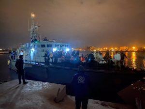 Guardia Costera libia intercepta a 143 personas que buscaban llegar a Italia