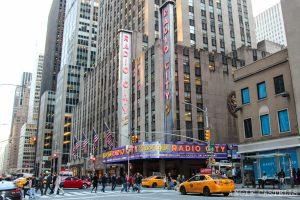 A partir de este viernes negocios en NY podrán aumentar a 75% su capacidad; turistas podrán vacunarse gratis