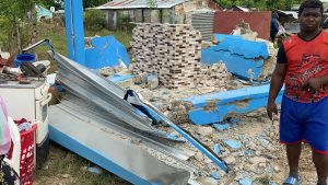 (VIDEO) Un desalojo está sacando de sus viviendas a familias residentes en La Victoria