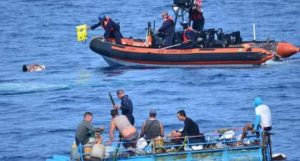 Repatrían a 22 migrantes cubanos, interceptados en el mar por EE.UU.