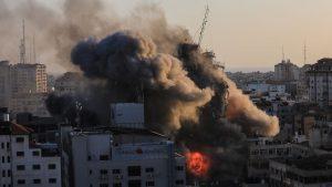 Israel bombardea sede de la agencias de noticias AP y Al Jazeera