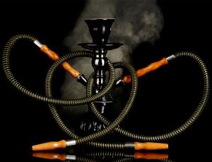 Una joven hospitalizada por fumar hookah exhorta a no usarla por ser dañina y tóxica