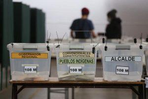 Primer día de comicios concluye en Chile y 23.000 militares custodian urnas