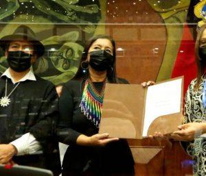 Presidentes saliente y entrante felicitan a titular de Parlamento en Ecuador