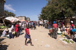 """Ilegalidad: la """"norma"""" en la olvidada frontera haitiano-dominicana"""
