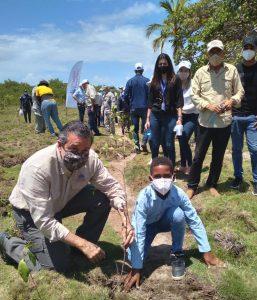 Jorge Mera encabeza operativo de reforestación en Nigua, por Día Mundial de Medio Ambiente
