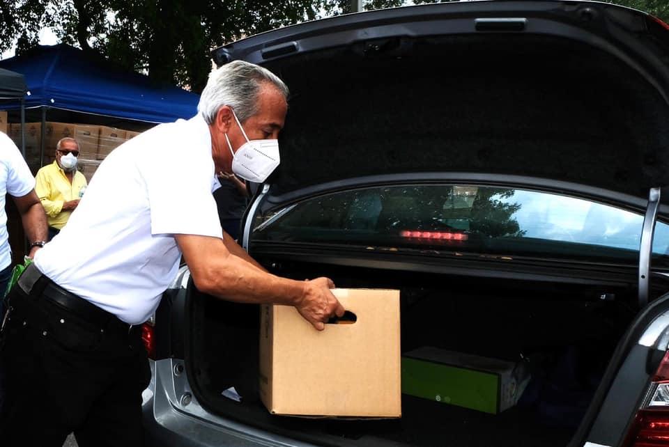 Consulado dominicano en Miami realiza distribución de alimentos