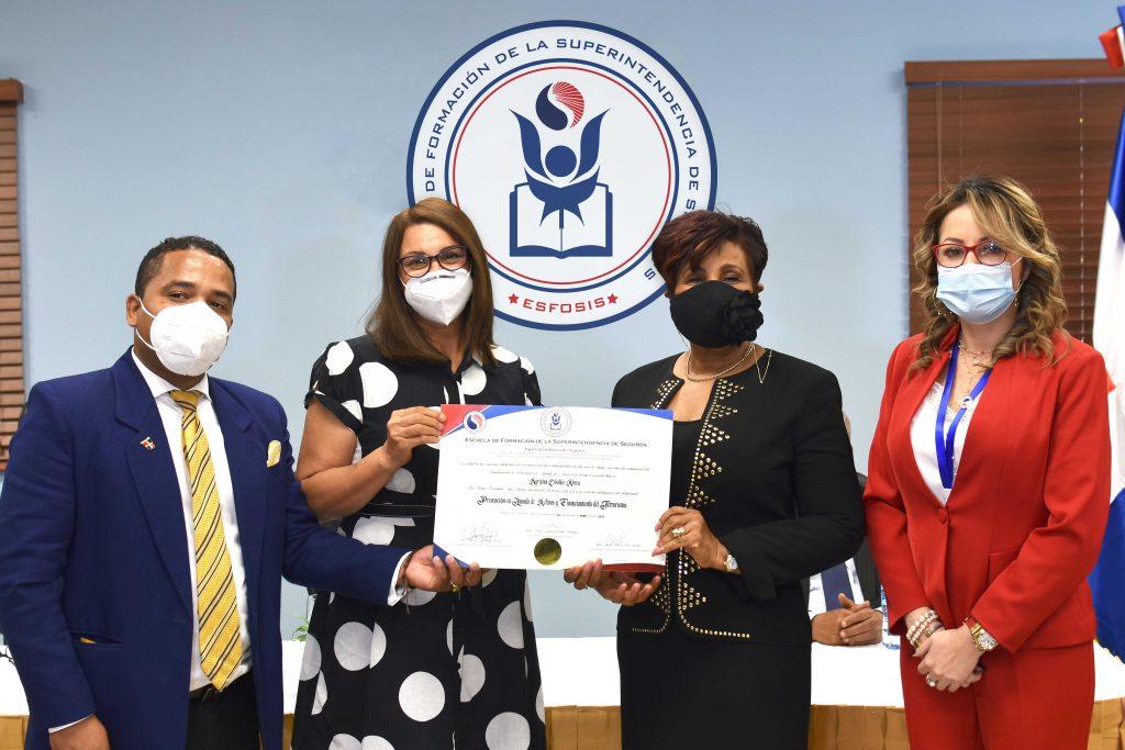 graduación primer diplomado de la Escuela ESFOSIS