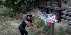 """(VIDEO) Un youtuber realiza el """"get over here"""" de Scorpion y se vuelve viral"""