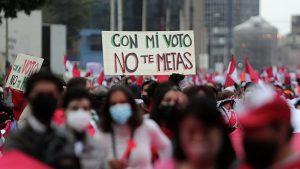 La cruzada de Fujimori por anular votos lleva a Perú a una tensión insólita