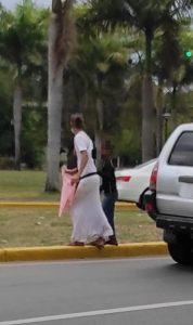 Tres meses de prisión preventiva para mujer usaba niño no vidente para pedir en calles de Puerto Plata