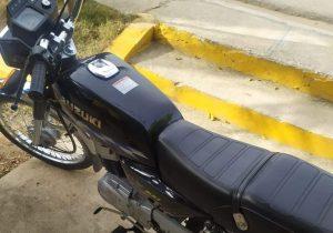 PN apresa dos personas acusadas de despojar a un hombre de su motocicleta en Higüey