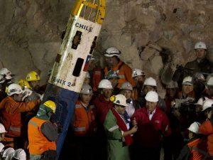 Reducen a la mitad indemnización de 33 mineros chilenos atrapados en 2010