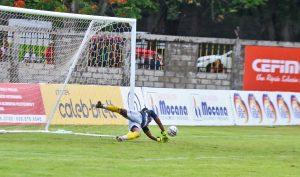Atajadas de Navarro rescatan empate al Moca FC ante a Pantoja en LDF