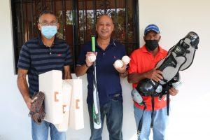 Fundación Héctor Díaz entrega utilería para torneo Unidad del Campo
