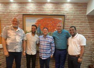 Ministro de Educación ofrece apoyo a Luguelín Santos en coordinación con Miredec