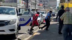Dictan cuatro meses de prisión preventiva a menor acusado de matar a su madrastra de 291 puñaladas en SFM