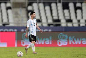 Un golazo de Messi no le basta a Argentina que empata con Chile en Copa América