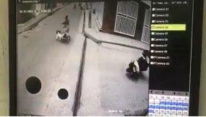 (VIDEO) Supuesto asaltante que robó pasola atropella una mujer durante la huida en Higüey