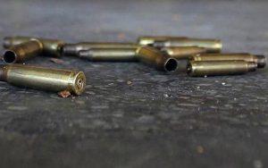 Muere una persona por una bala perdida en una violenta barriada de Caracas