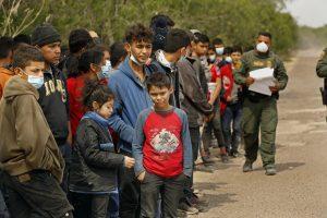 Biden expande un programa de acogida para menores centroamericanos