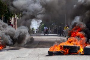 Al menos 10.000 desplazados en dos semanas por violencia en Puerto Príncipe