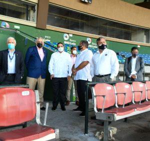 Camacho anuncia reacondicionamiento de estadio Quisqueya para Serie del Caribe