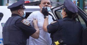 Se entrega un hombre dominicano que golpeó a su esposa con una herramienta de metal en NY