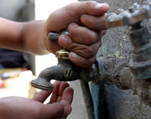 Moradores de Monte Plata se quejan por falta de agua