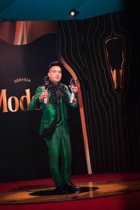 Elvis Martínez gana sus primeros Premios Soberano; se convirtió en uno de los más premiados