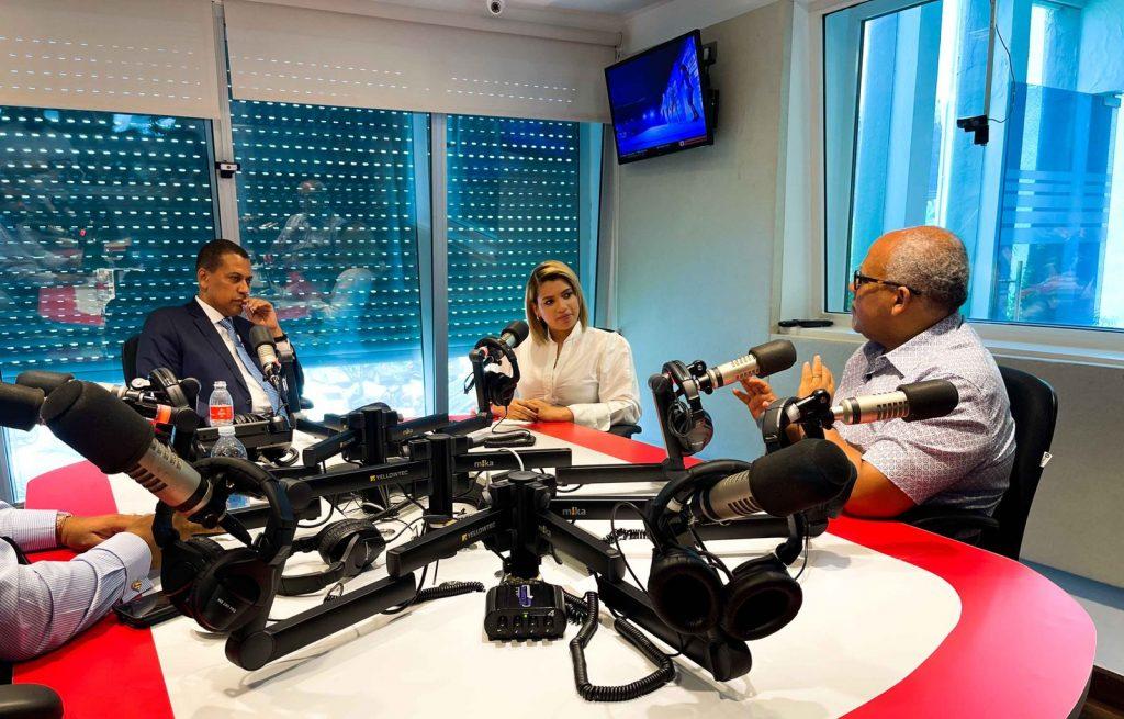 """Tu Voz al Mediodía"""" de la emisora Super 7 FM, conducido por Guido Gómez Mazara"""