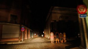 Una fuerte tormenta provoca apagones en La Habana